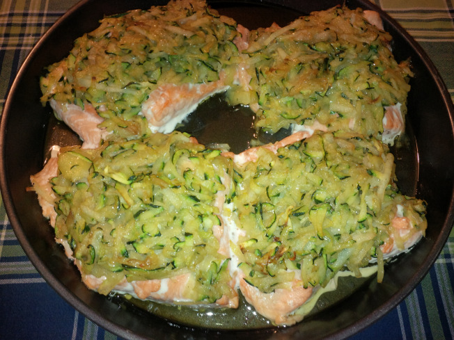 Salmone in crosta di zucchine e patate gustoso e for Cucinare salmone
